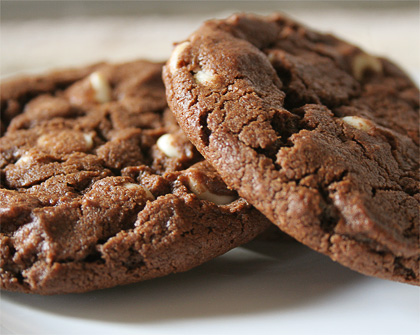 Μπισκότα με σταγόνες άσπρης σοκολάτας