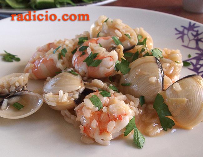 Ριζότο με γαρίδες και αχιβάδες