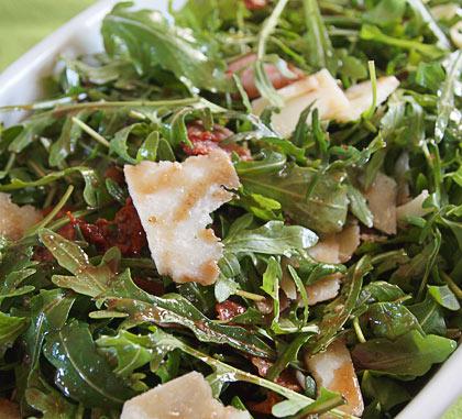 Σαλάτα με ρόκα και παρμεζάνα