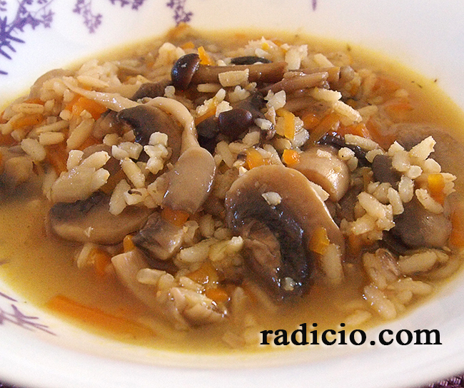 Σούπα με μανιτάρια και ρύζι